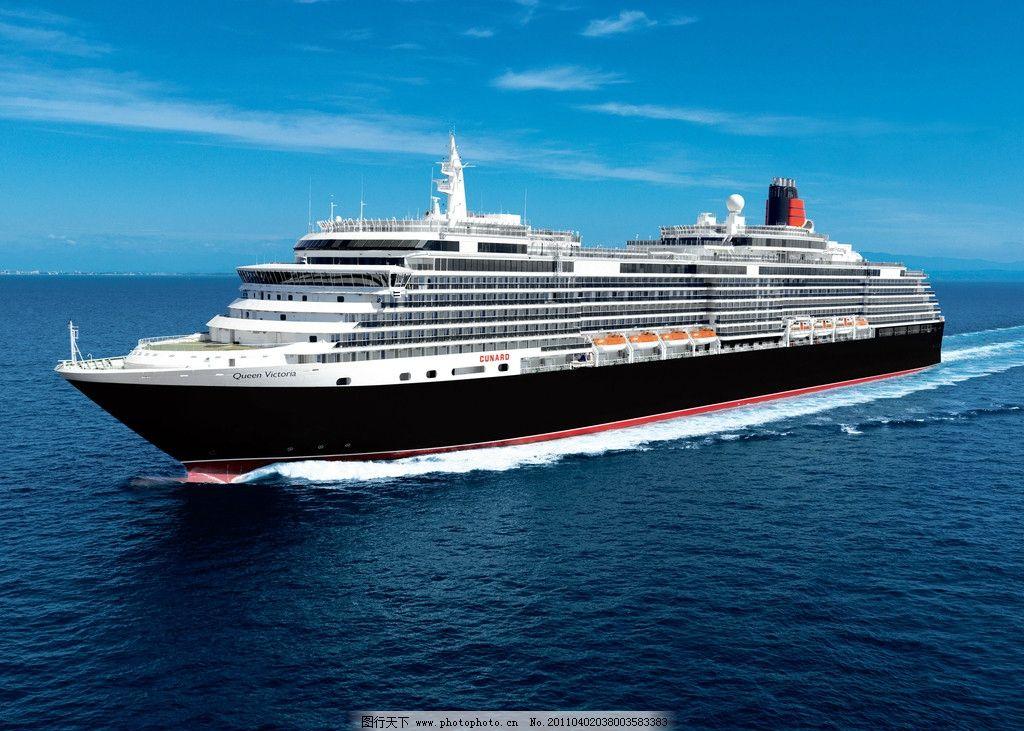 停靠在港口的维多利亚女王号