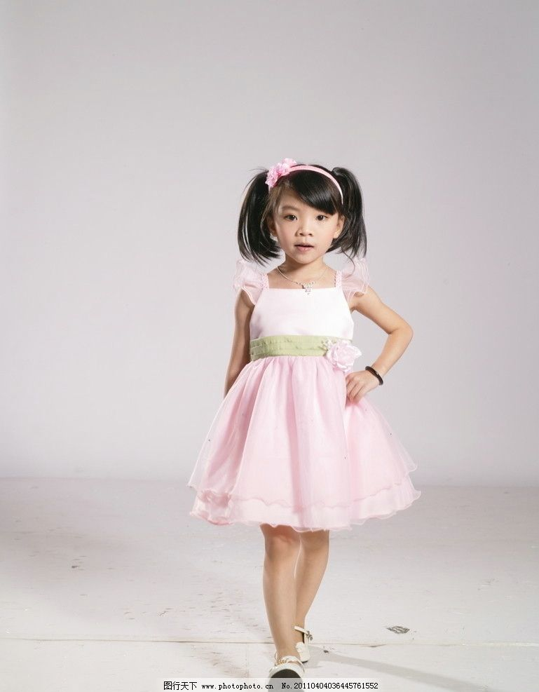 童装图片 童装 漂亮可爱的小孩 儿童人物 童装素材 人物写真 人物图库