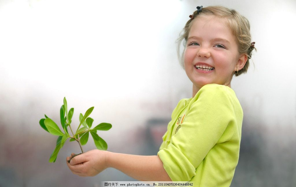 女孩 小孩 花 唯美 甜美 商业 经典 影楼      地产 儿童幼儿 人物