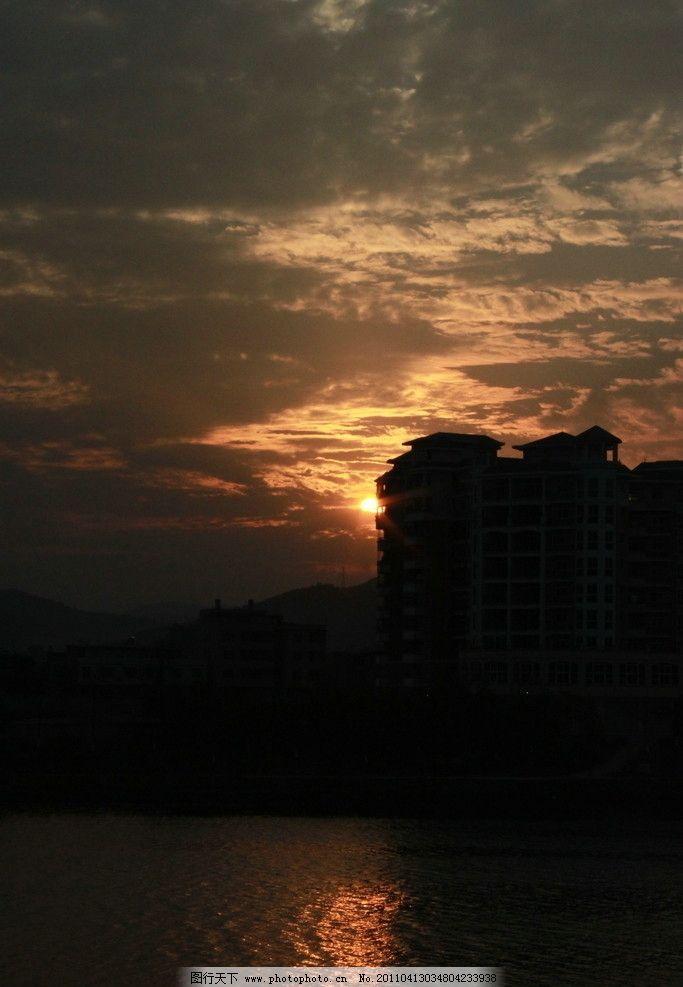 太陽落山 日落 云彩 新豐江 廣東河源 高樓 住宅 夕陽與江面 自然風景
