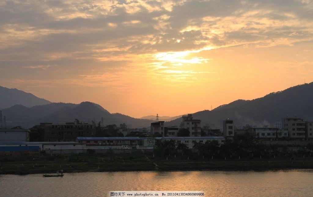 云彩 山峰 山巒 新豐江 廣東河源 高樓 江岸住宅 夕陽與江面 自然風景