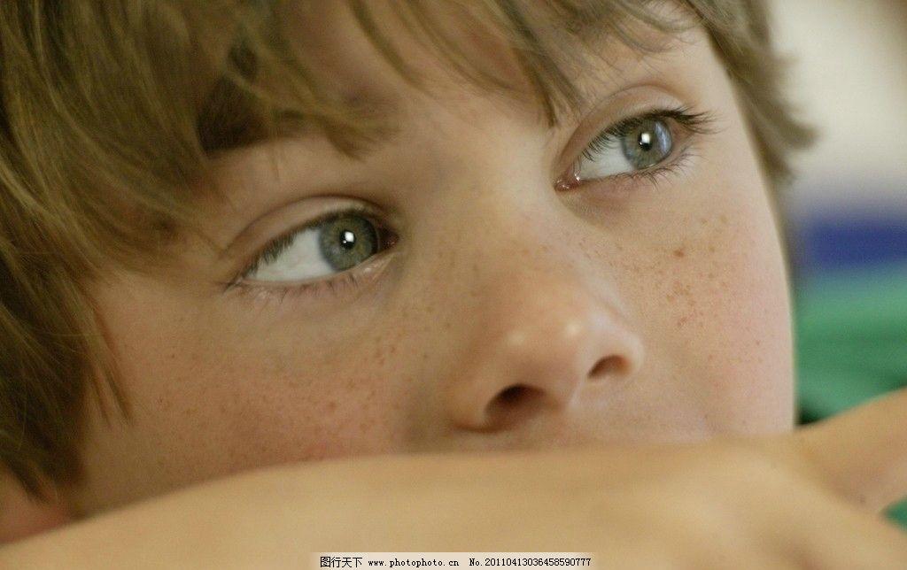 男孩眼神 小男孩 男孩 眼神 雀斑 外国男孩 西方男孩 欧美男孩 可爱