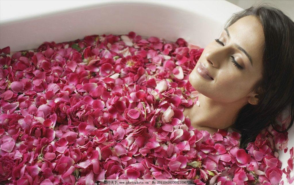 花瓣沐浴 花瓣 沐浴 美女 养颜 浴缸 洗澡 女性女人 人物图库 摄影