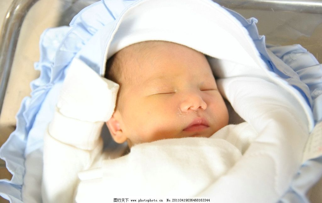 熟睡 宝宝 婴儿 男宝宝 出生不久小孩 可爱小脸 胖乎乎 绒布婴儿服