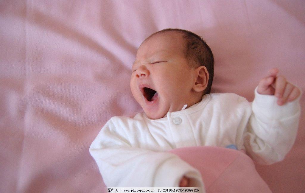 宝宝 男宝宝 出生不久小孩