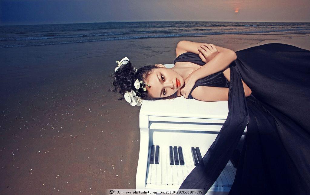婚纱照 海南三亚 海边 海景 沙滩 钢琴 人物摄影 人物图库