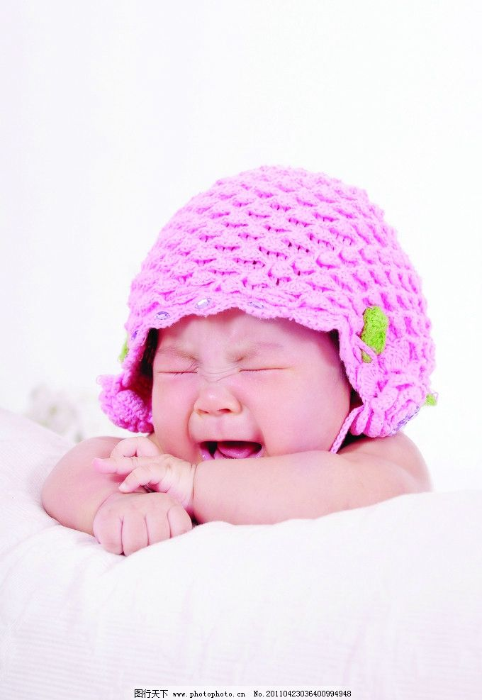儿童摄影 宝宝 可爱宝宝 帽子 被子 哭 儿童幼儿 人物图库
