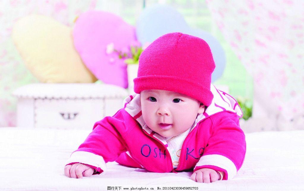 儿童摄影 可爱宝宝 红帽子 摄影 被子 红衣服 枕头 儿童幼儿 人物图