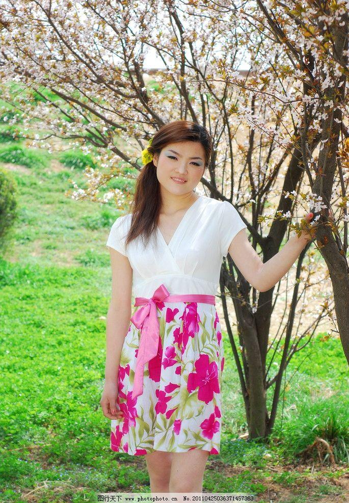 美女 美女写真 人物图片 婚纱照 发型海报 艺术照片 户外美景 草地