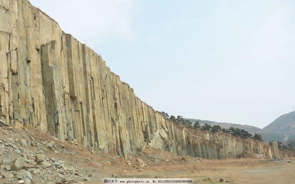 马山石林 自然风光 青岛即墨市 地壳变动 岩浆冷凝 四方柱状节理