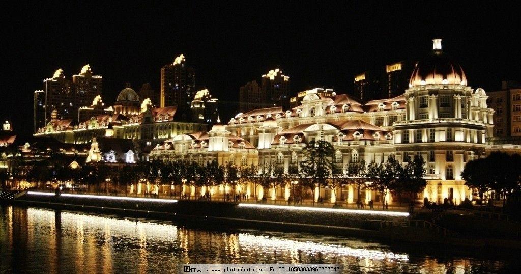 璀璨灯光映射欧式建筑图片