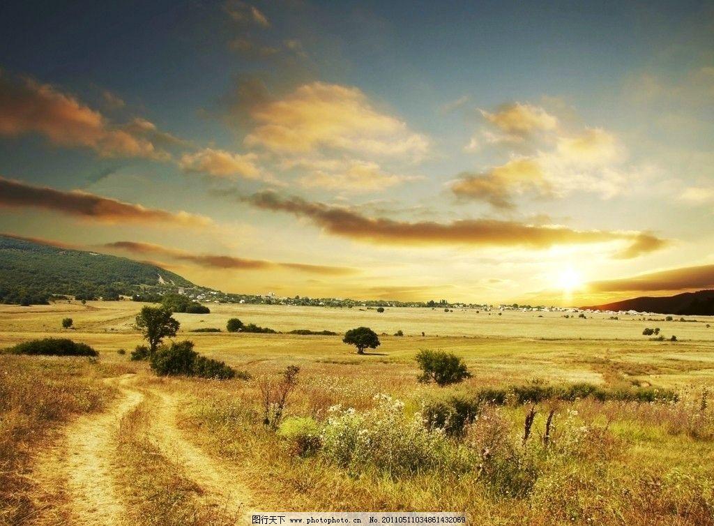 原野公路土路 草地 道路 天空 云彩 旷野 村庄 风景 风光 道路公路
