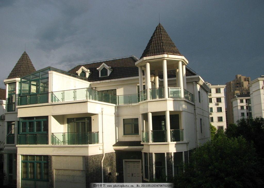 阳光中的别墅图片