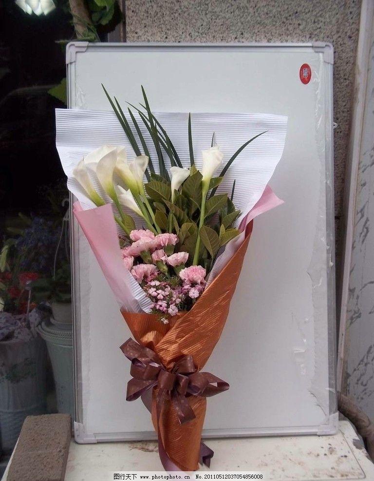 花束 康乃馨 百合 绿叶