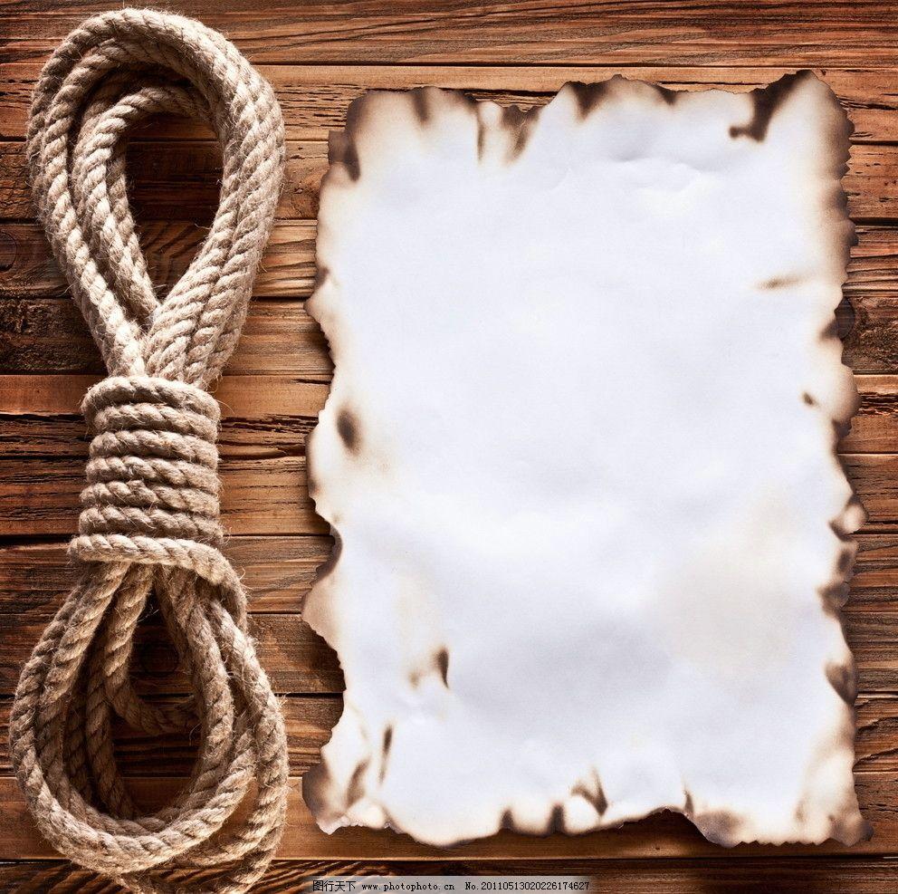 木纹木板绳子和烧坏的纸图片