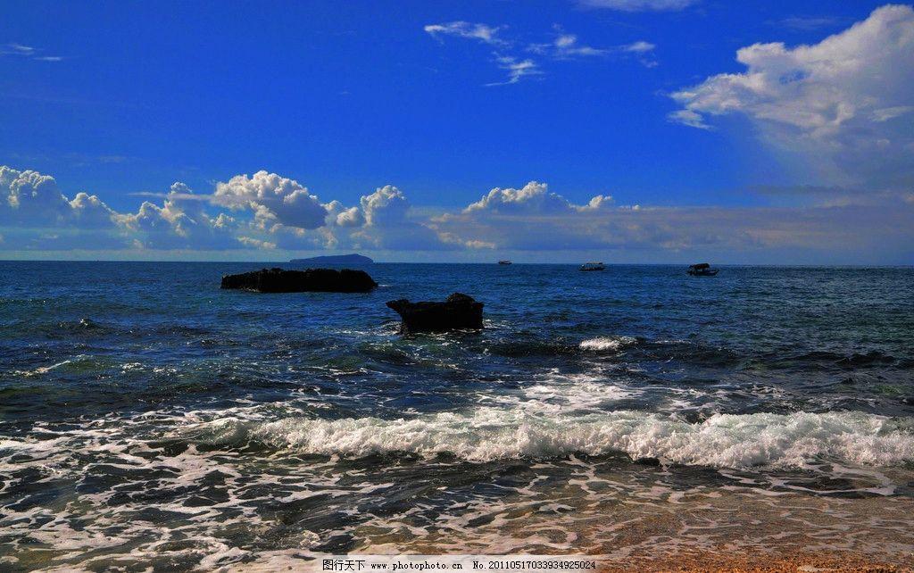 涠洲岛风景 广西 北海市 涠洲岛 五彩滩 大海 海水 海浪 蓝天 彩云