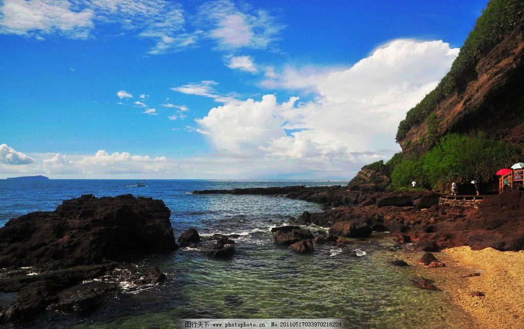 涠洲岛风景 广西 北海市 涠洲岛 五彩滩 大海 海水 海浪 彩石 彩云