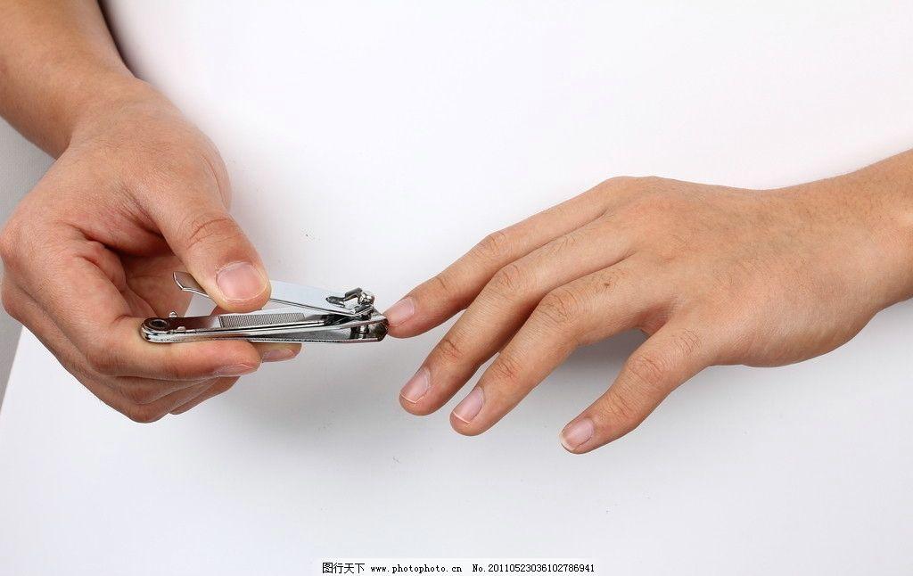 剪手指甲特写图片