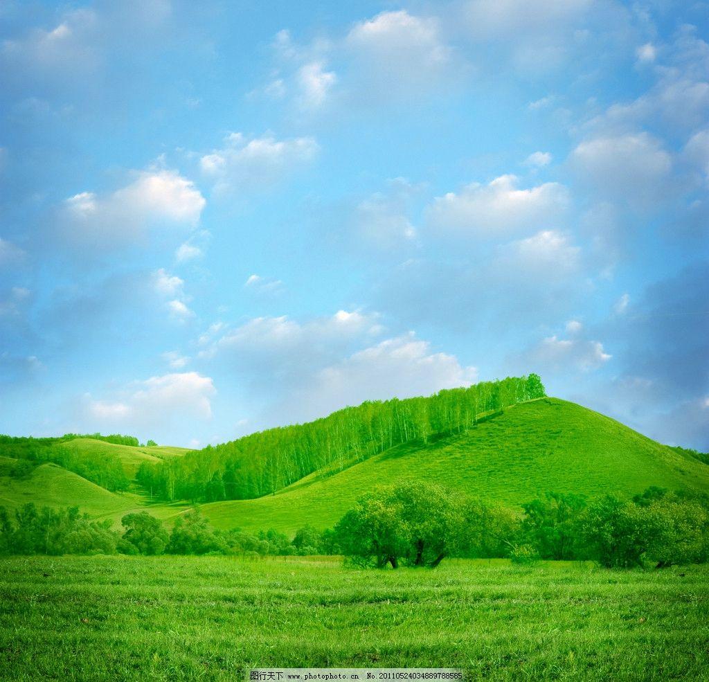 蓝天白云绿野群山树林图片