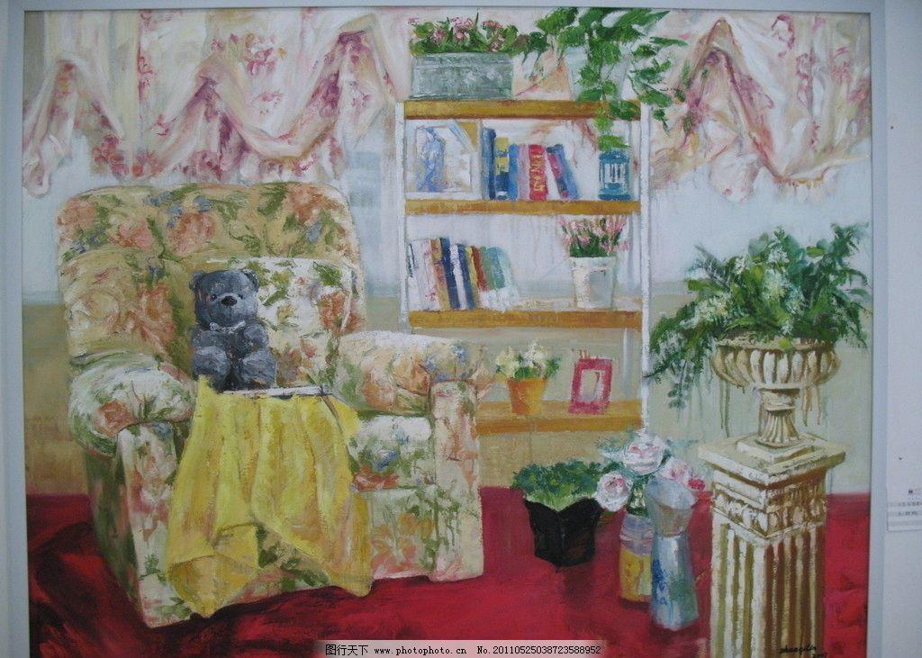 室内 沙发 桌子 花朵 花瓶 茶几 酒瓶 窗帘 书本 柜子 美术绘画 文化