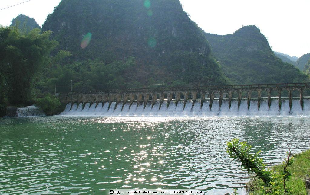 隆安县 布泉河 孔桥 桥洞 瀑布 泉水 竹筏 划船 游泳 波光 山水风景