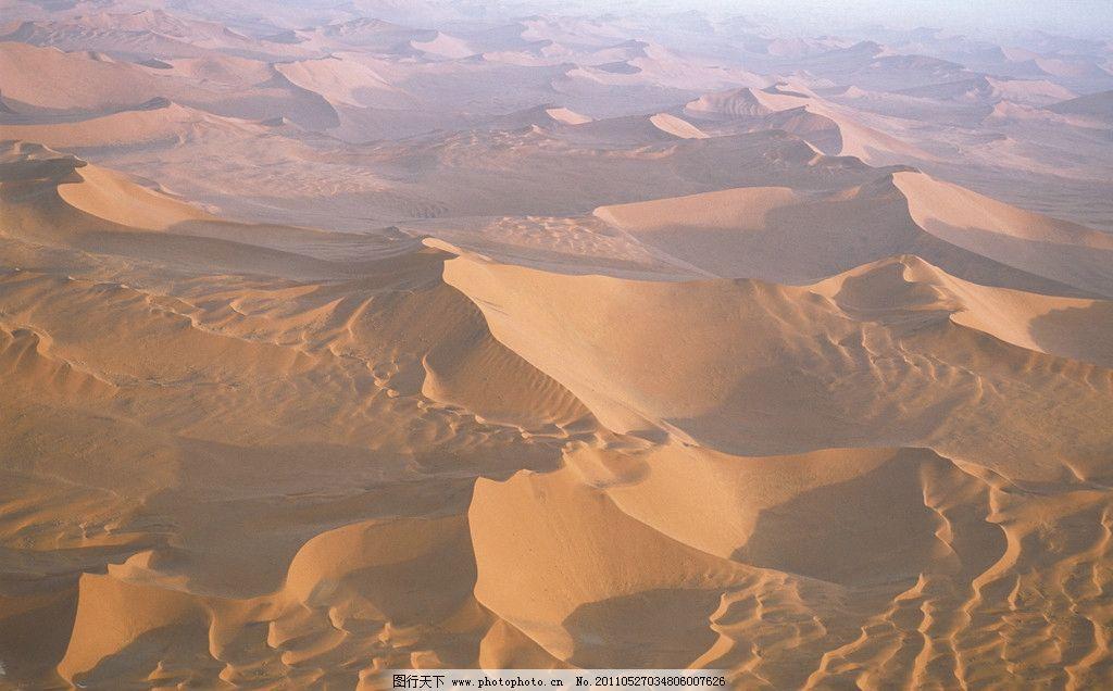 在沙漠江河奔流歌谱