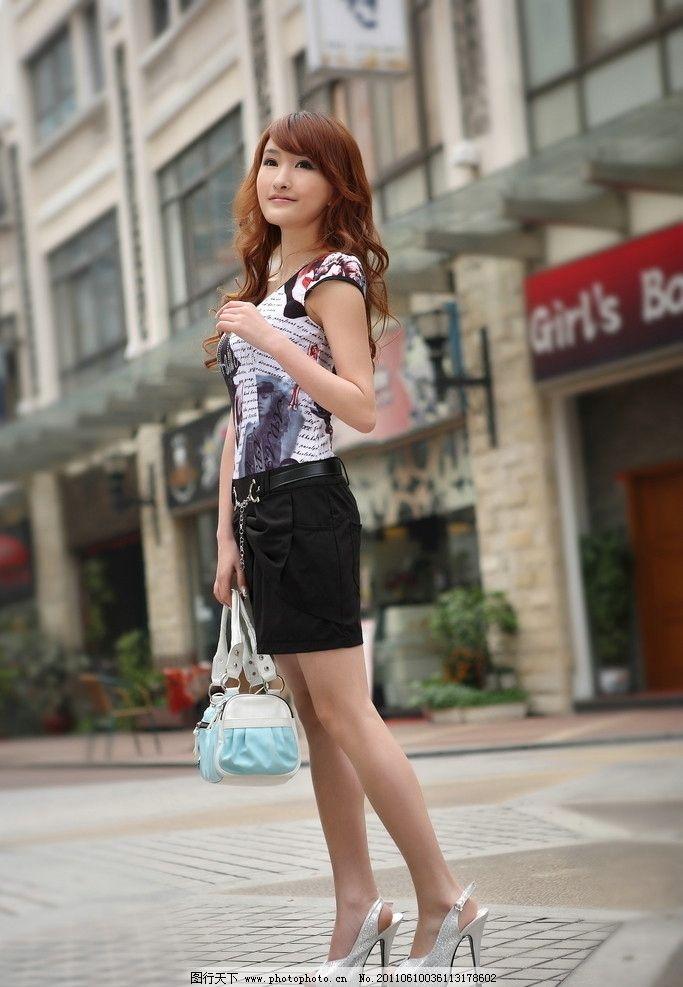 时尚女装 美女 女性 海报 衣服 裙子 服装设计 提包 模特 职业人物