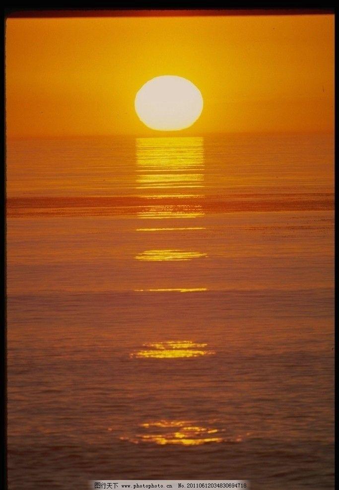 夕阳 海水 日光 光晕 图片素材 金黄 自然风景 自然景观 摄影 72dpi