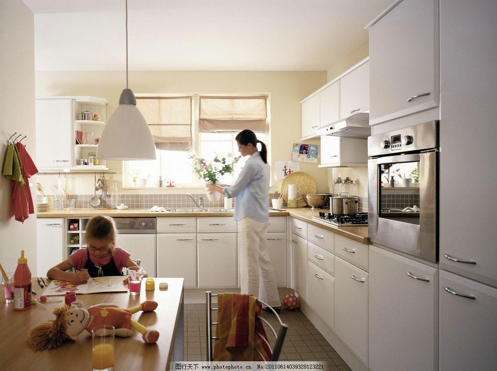 欧式橱柜 橱柜 欧式      白色 家庭 人物 母女 家居 室内摄影 建筑