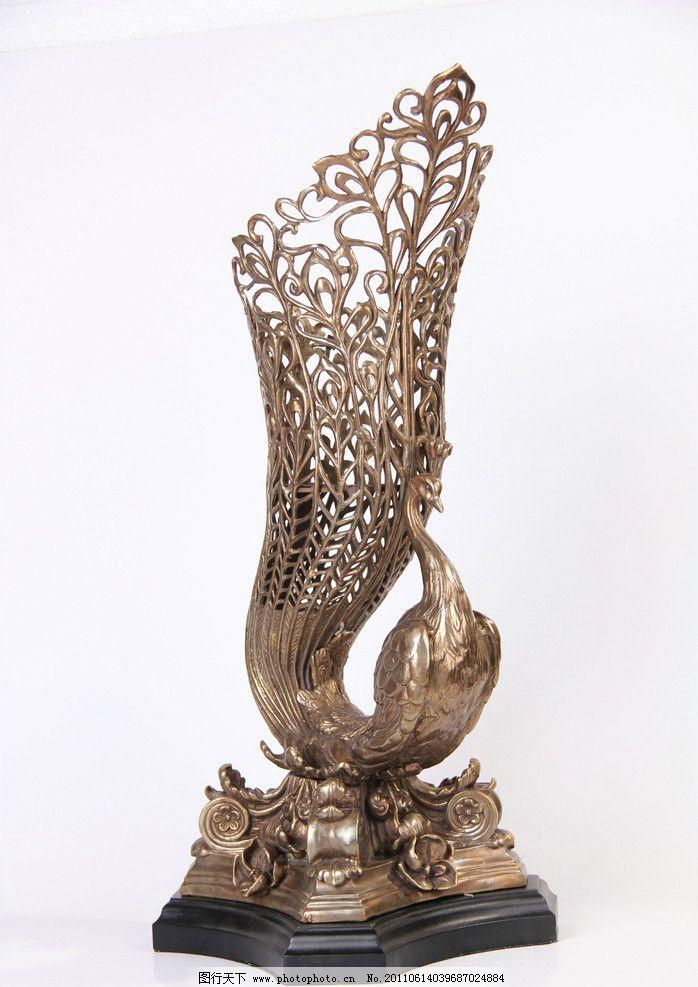铜制的孔雀摆件 铜制 孔雀 摆件 雕塑 建筑园林 摄影 72dpi jpg