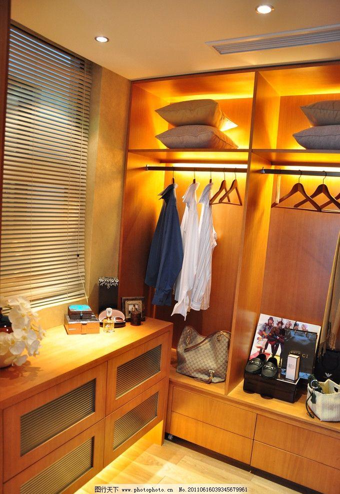 衣架 衣服 衣柜 欧式 欧式装修 欧式风格 欧式更衣间 房产室内摄影