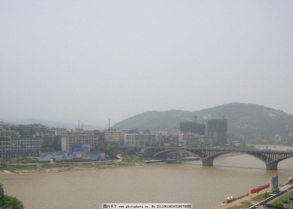 资水河畔的冷水江 冷水江 资水 河畔 资江大桥 资江 大桥 远山 大雨