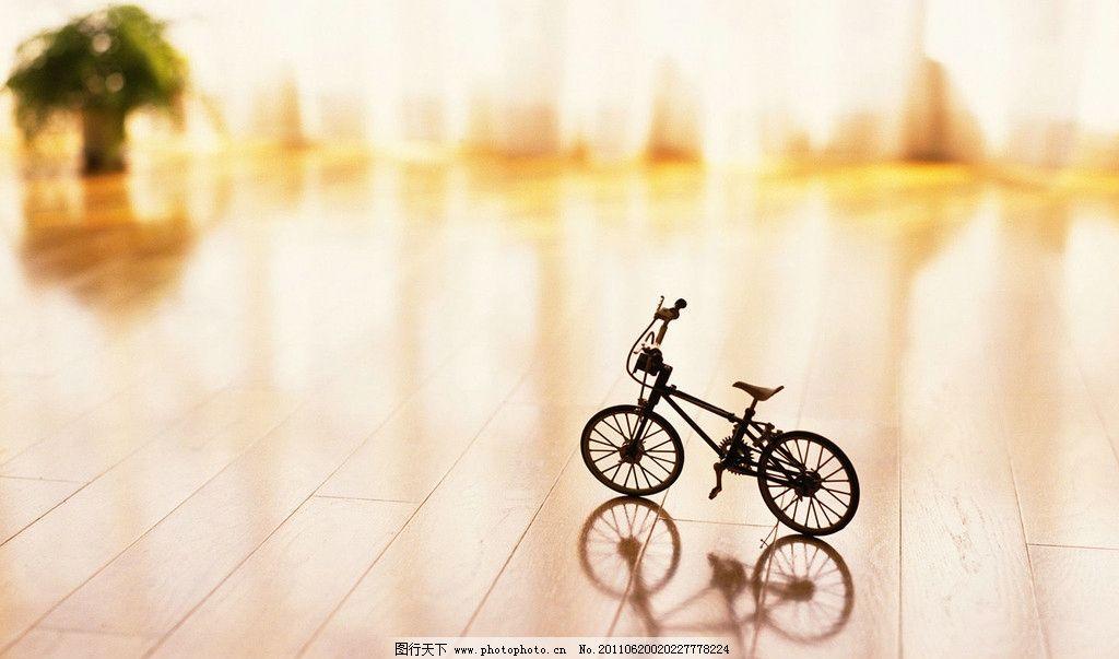 黑板报边框 粉笔画的自行车