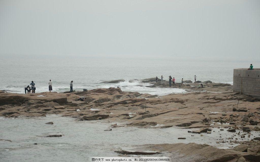 海边风景 青岛 海滨 燕儿岛 礁石 平滑 海水 海浪 游人 大坝