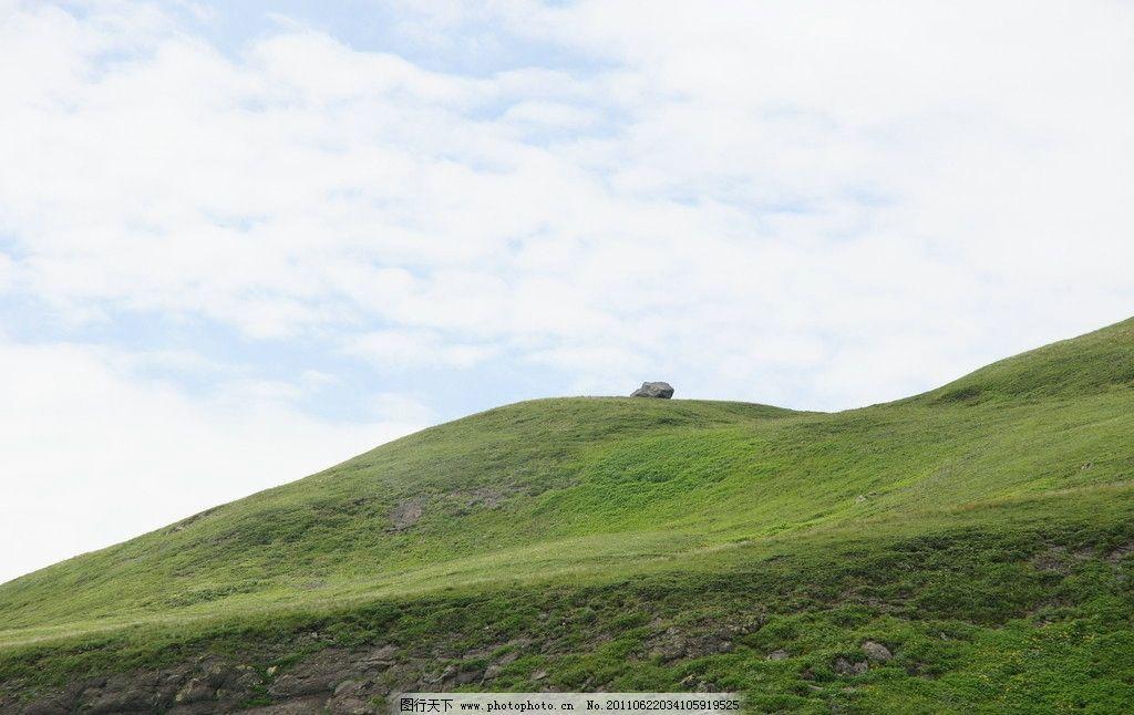 山坡 风景 植物 树林 蓝天 白云 高清图片 烟雾 草地 绿草