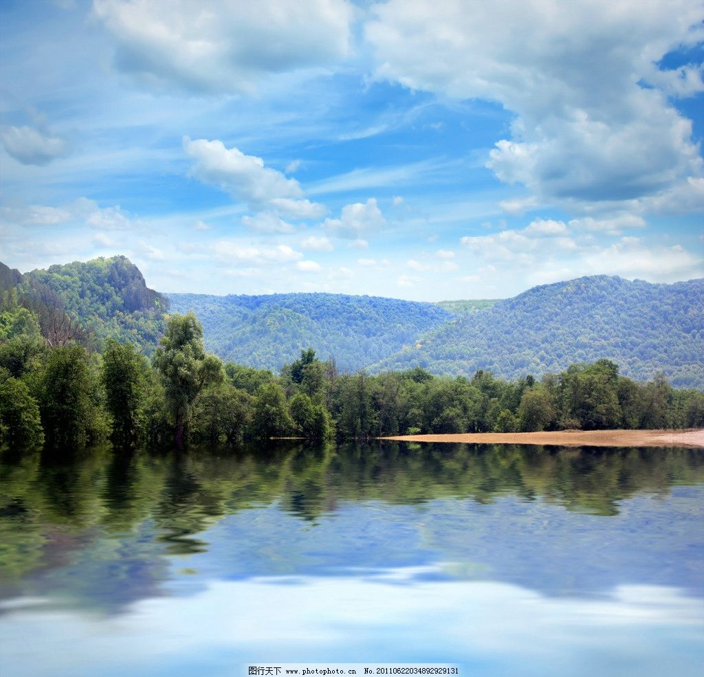 高清风景图 高清图片 湖泊 天空 倒影 树林 白云 山 自然风景