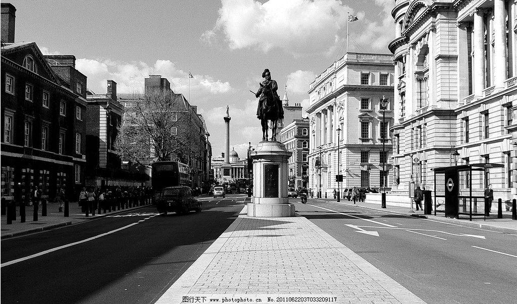国外街头照片 街道 黑白 摄影 设计素材 道路 雕塑 街头雕塑