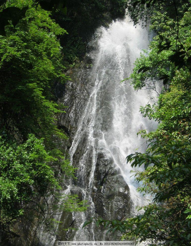 高山流水 流水 瀑布 树林 山壁 风景 自然风景 旅游摄影 摄影 180dpi