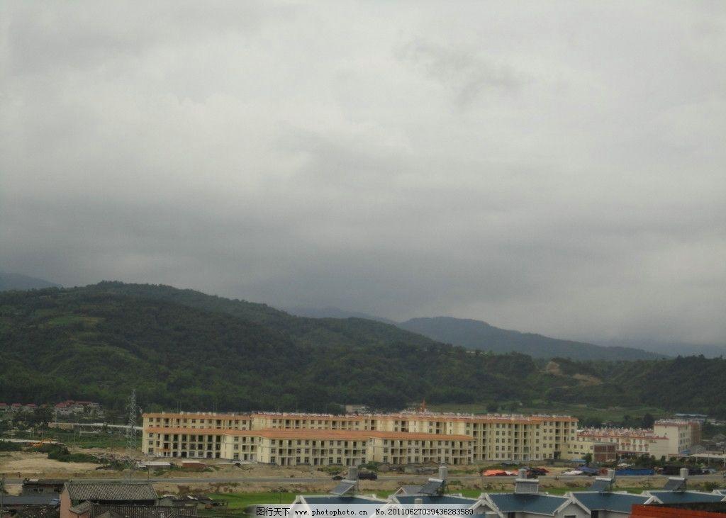 城镇 楼房 旅游摄影 城镇风景 乌云 大山 建筑摄影 建筑园林