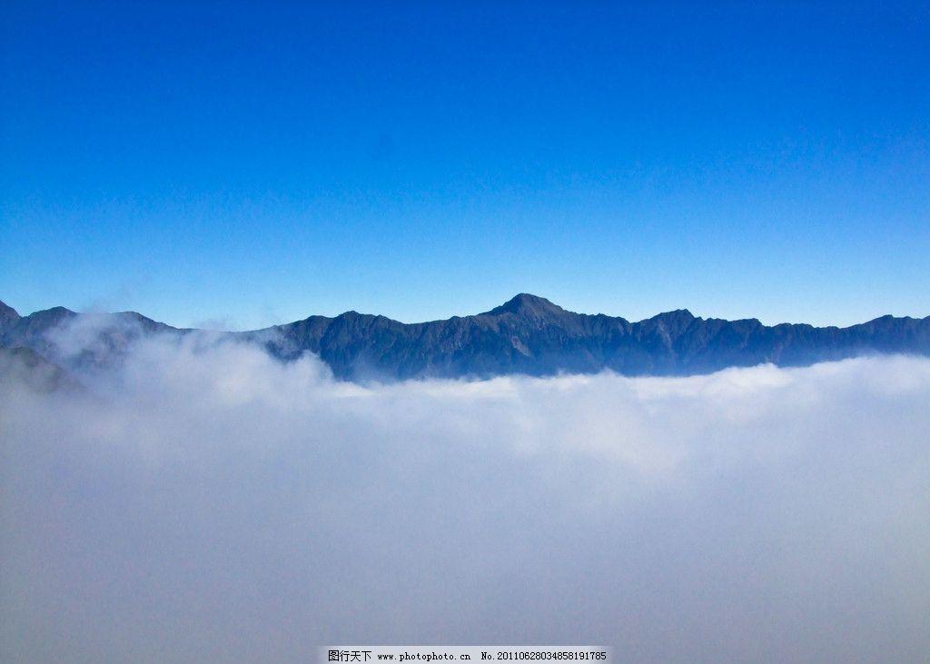 云海 云层 蓝天 白云 山脉 大山 自然风景 自然景观 摄影 240dpi jpg