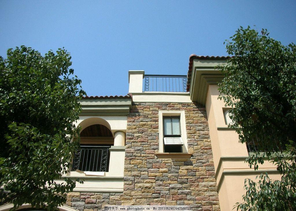 欧式建筑 房地产建筑 石材外立面建筑 拱门 窗户 阳台 别墅 豪华住宅